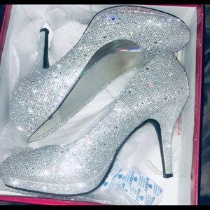 Glitter & rhinestoned silver high heels